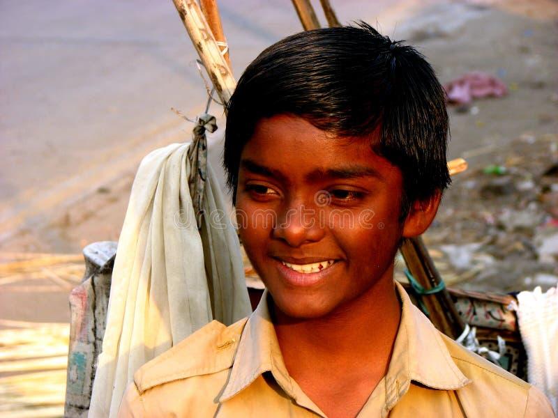 Streetside Lächeln lizenzfreie stockbilder