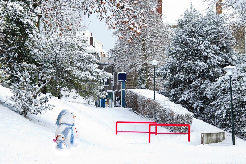 streetview снеговиков снежка города стоковая фотография