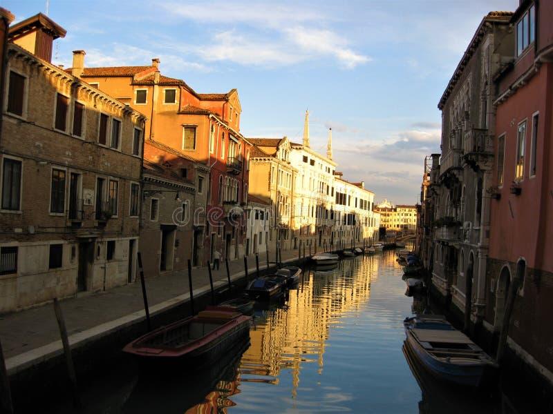 Streetview em Veneza no por do sol imagem de stock royalty free