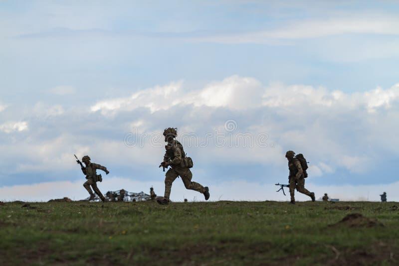 Strefa działań wojennych z żołnierzami zdjęcie royalty free