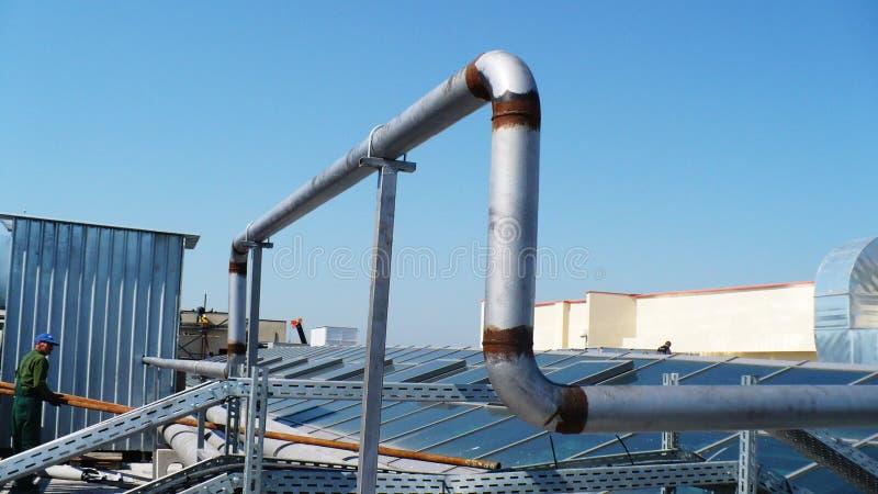 Strefa przemysłowa, kończy dach budynek, installatio zdjęcie royalty free