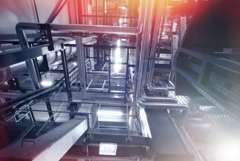 Strefa przemysłowa, Stalowi rurociąg i kable, zdjęcie royalty free