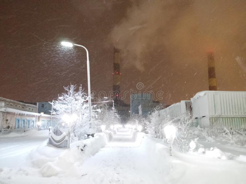 Strefa przemysłowa w Arktycznym terenie fotografia stock
