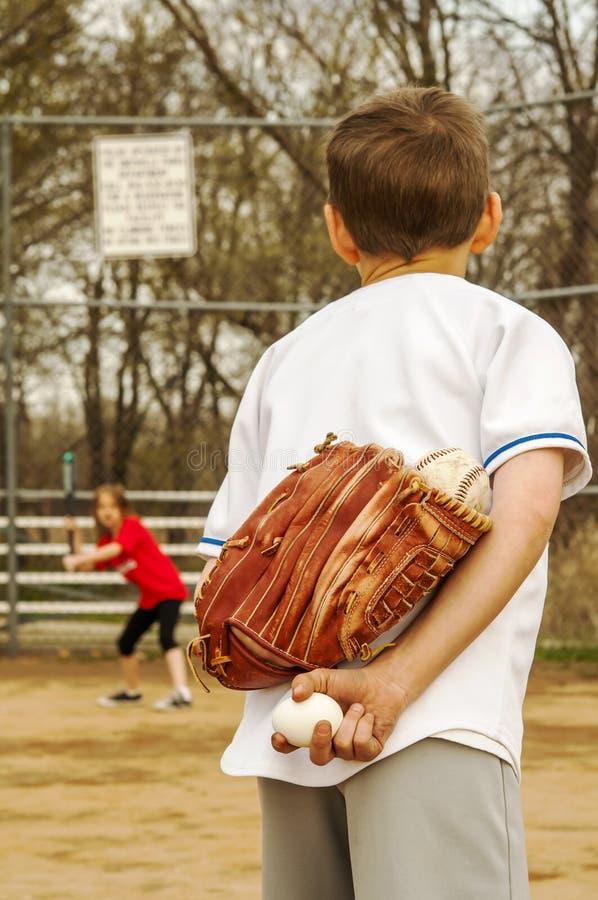 Streich mit Baseball und Ei stockbilder