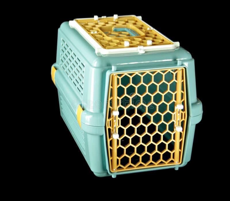 Streicheln Sie Fördermaschinengrün für das Reisen mit einem Haustier auf lokalisiertem Schwarzem lizenzfreies stockfoto