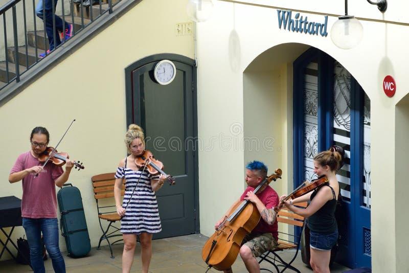 Streichquartett, das im Klostergarten-Zentralmarktplatz busking ist stockfoto