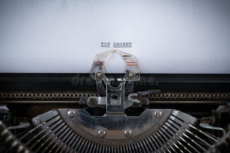 Streng geheim geschrieben auf Schreibmaschine lizenzfreies stockfoto