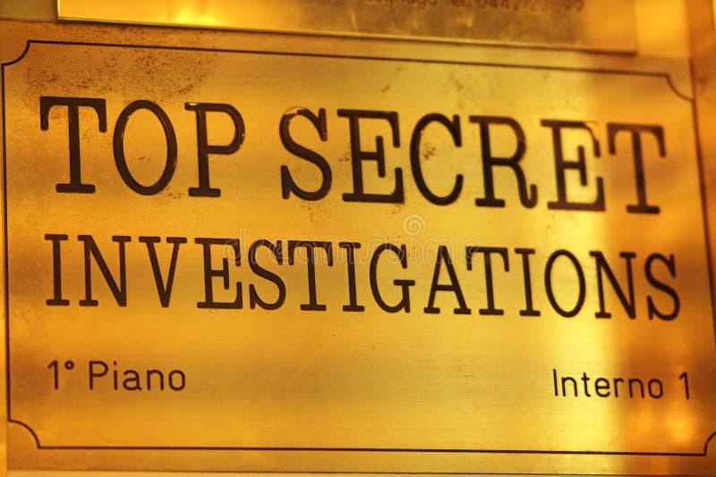 Streng geheim Untersuchungen unterzeichnen stockbilder
