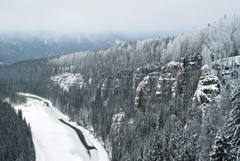 Streng landschap van de bergen van de winterural royalty-vrije stock fotografie