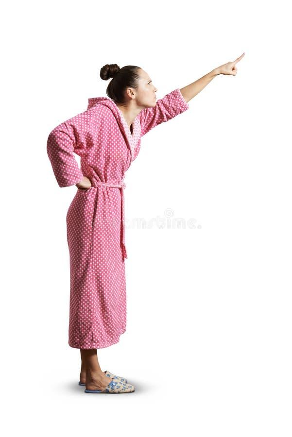 Strenge Hausfrau, die oben zeigt stockfoto