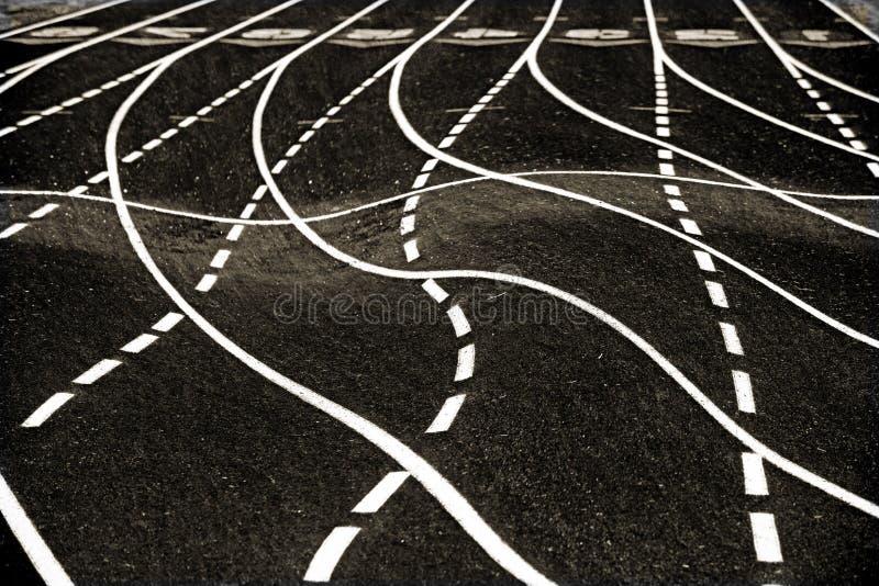 Strepen op het asfalt royalty-vrije stock afbeeldingen