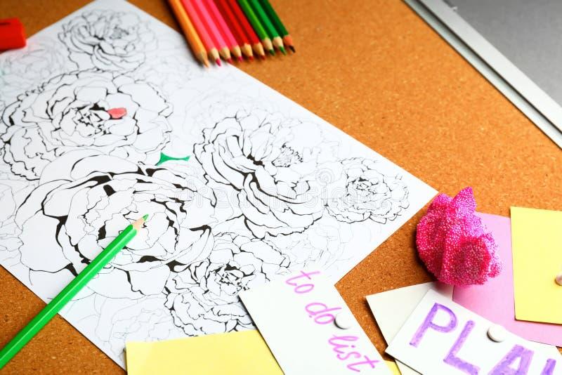 Stres kolorystyki ołówki na stole i obrazek obrazy stock