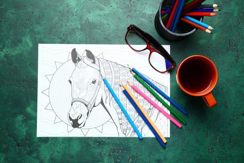 Stres kolorystyki ołówki na stole i obrazek zdjęcie stock