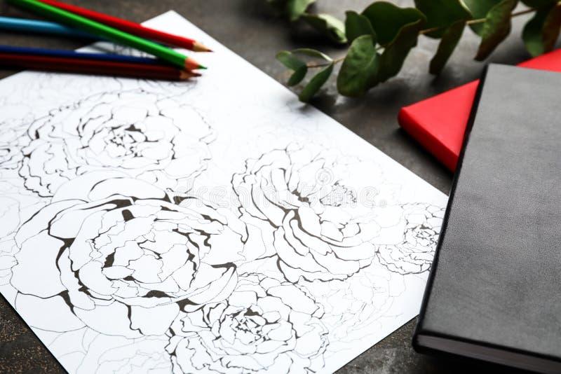 Stres kolorystyki ołówki na stole i obrazek zdjęcie royalty free