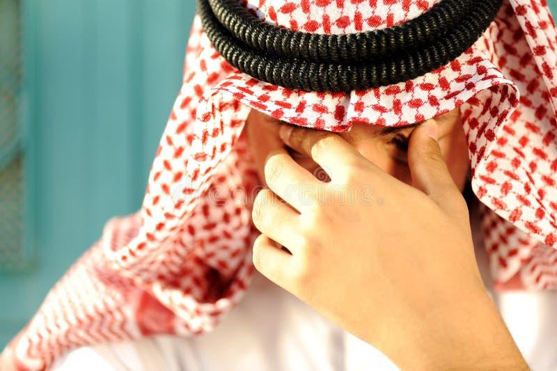 Stressad arabisk man arkivbilder