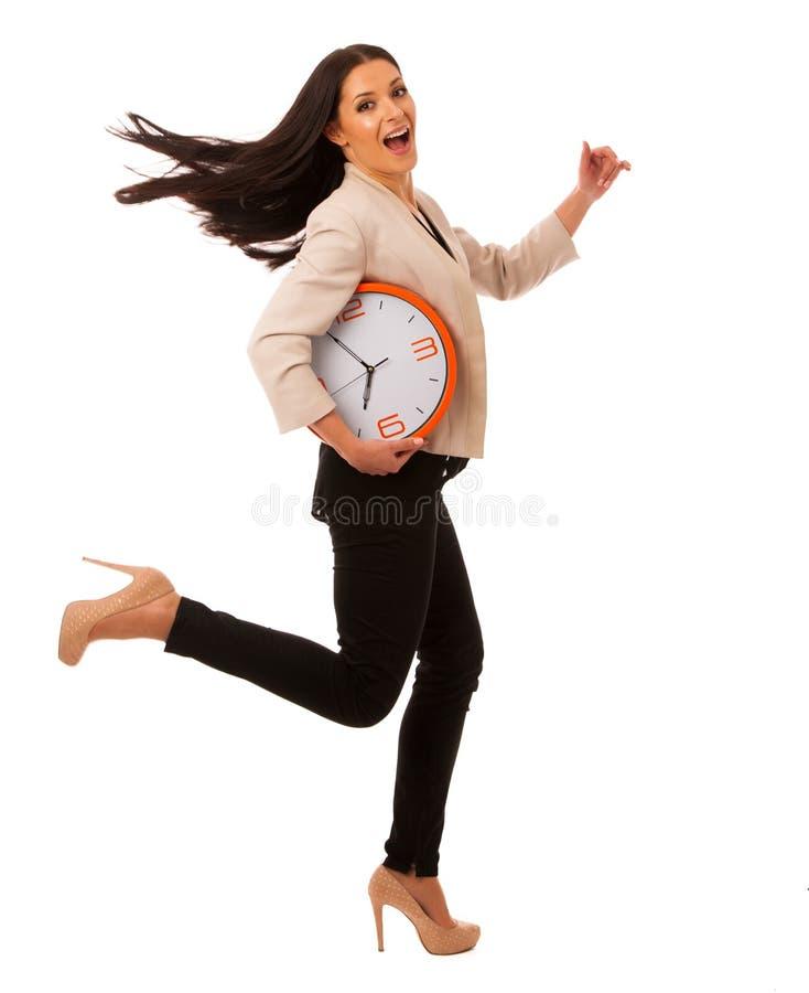 Stressad kvinna med den stora klockan som rusar på grund av att vara sent arkivfoton