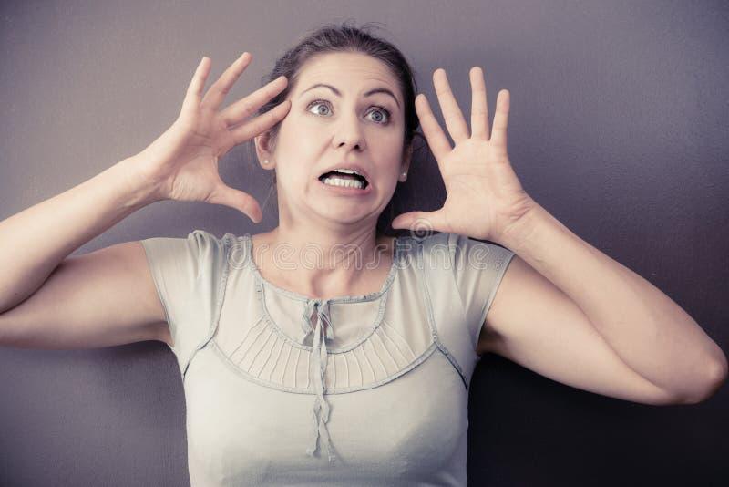 Stressad nervös kvinnastående royaltyfria bilder