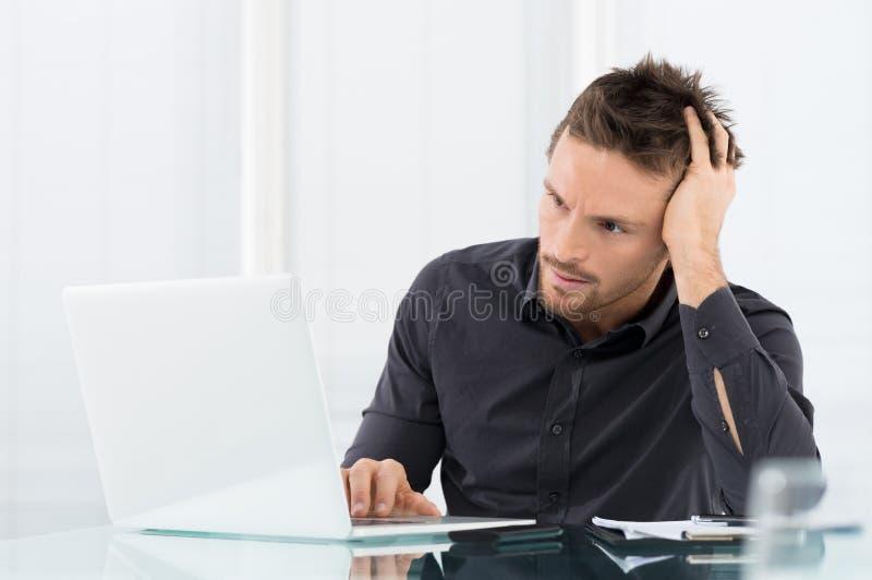 Stressad och bekymrad affärsman arkivbilder