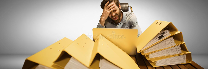 Stressad och trött man med massor av mapptabell stock illustrationer
