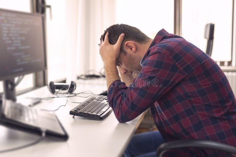 Stressad programvarubärare ut royaltyfri bild