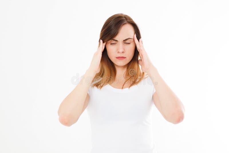 Stressad utmattad caucasian kvinna som har stark spänningshuvudvärk Stående av sjukt flickalidande från den Head migrän arkivfoton