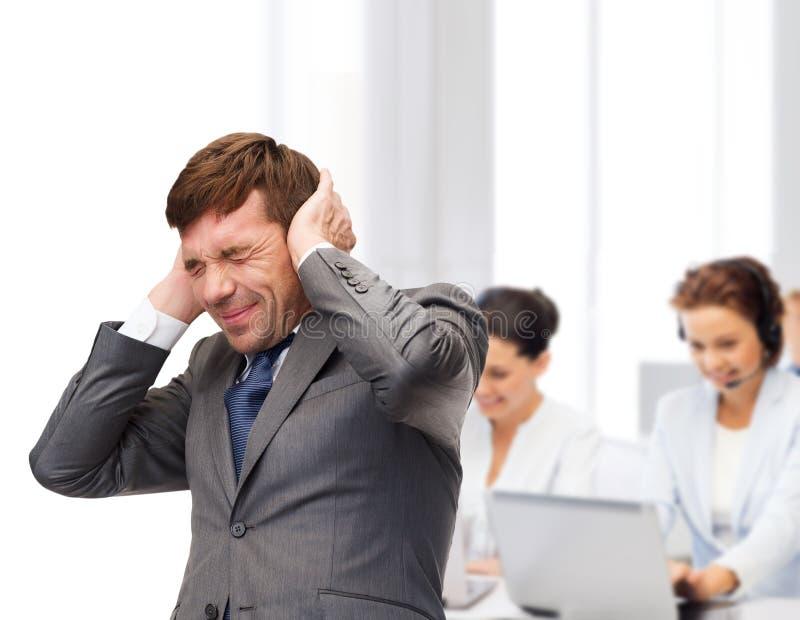 Stressade buisnessman- eller lärarebokslutöron arkivbild
