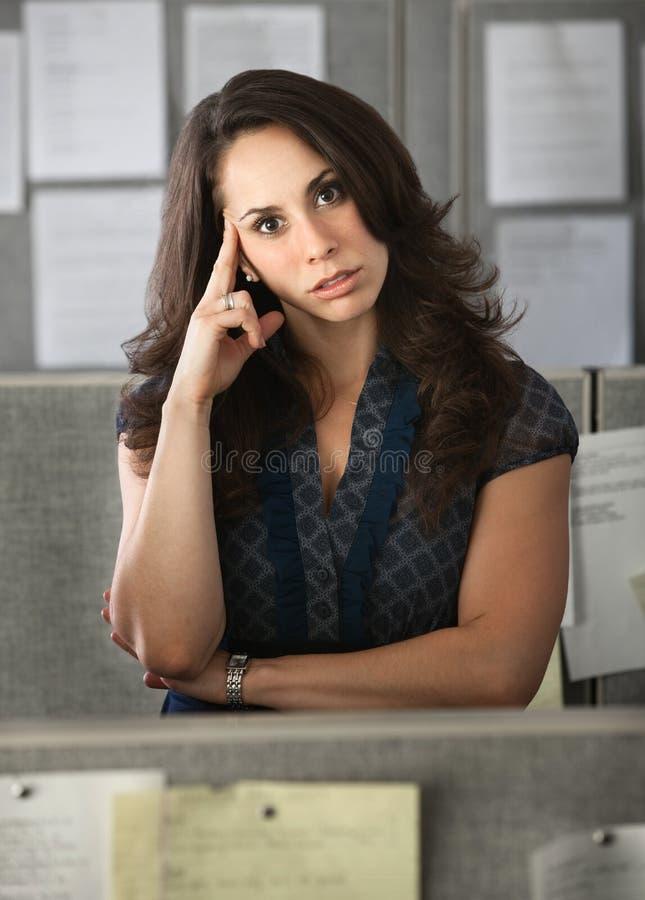 Stressed-Out Büroangestellter lizenzfreie stockbilder