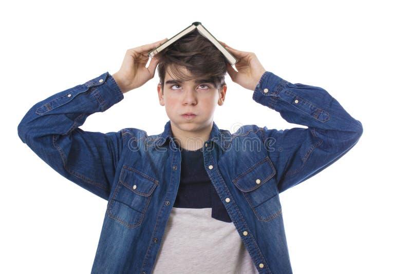 Stressiger Student mit den Büchern lokalisiert stockbild