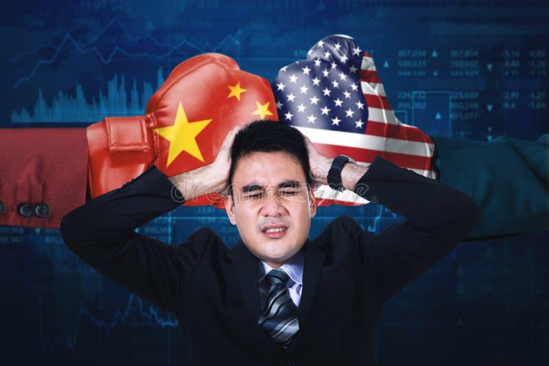Stresujący kierownik z rządowym konfliktem zdjęcia stock