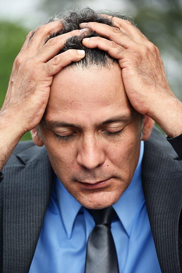 Stresujący Młody Kolumbijski Biznesowy mężczyzna obrazy stock