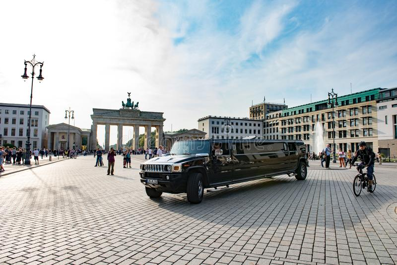 Stretched limousine in front of Brandenburg Gate, Berlin stock photography