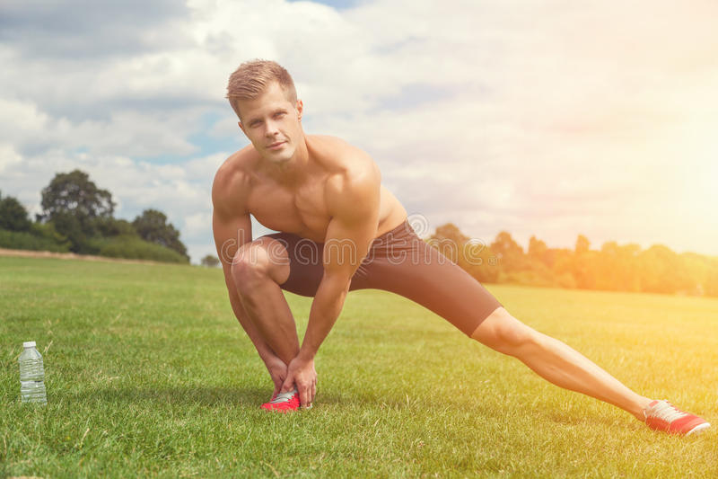 Strethings uit spieren vóór oefening royalty-vrije stock afbeeldingen