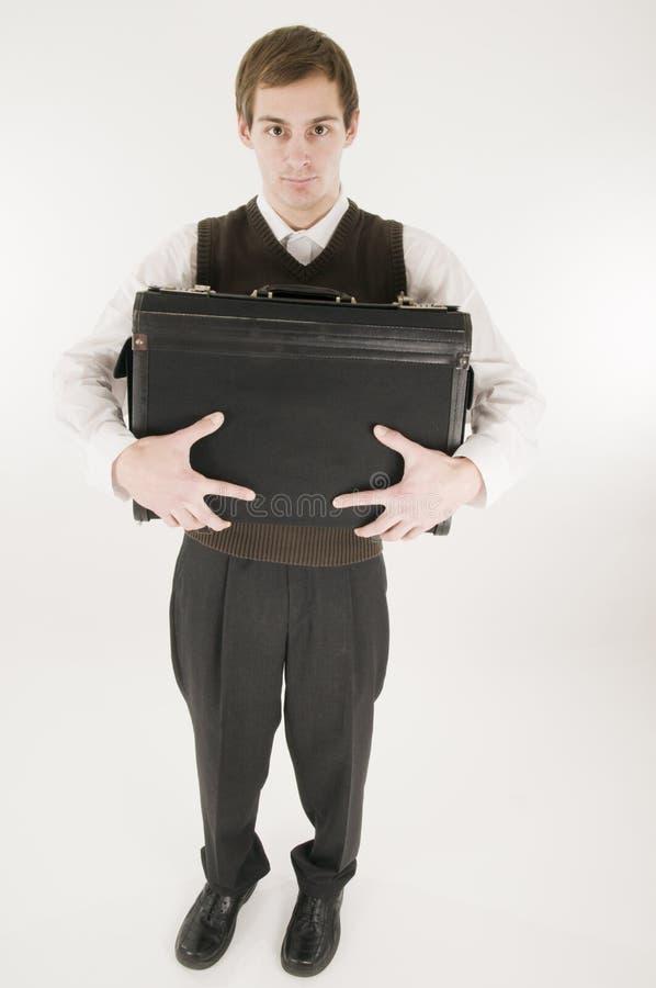 Stretta dell'uomo fortemente la valigia immagini stock