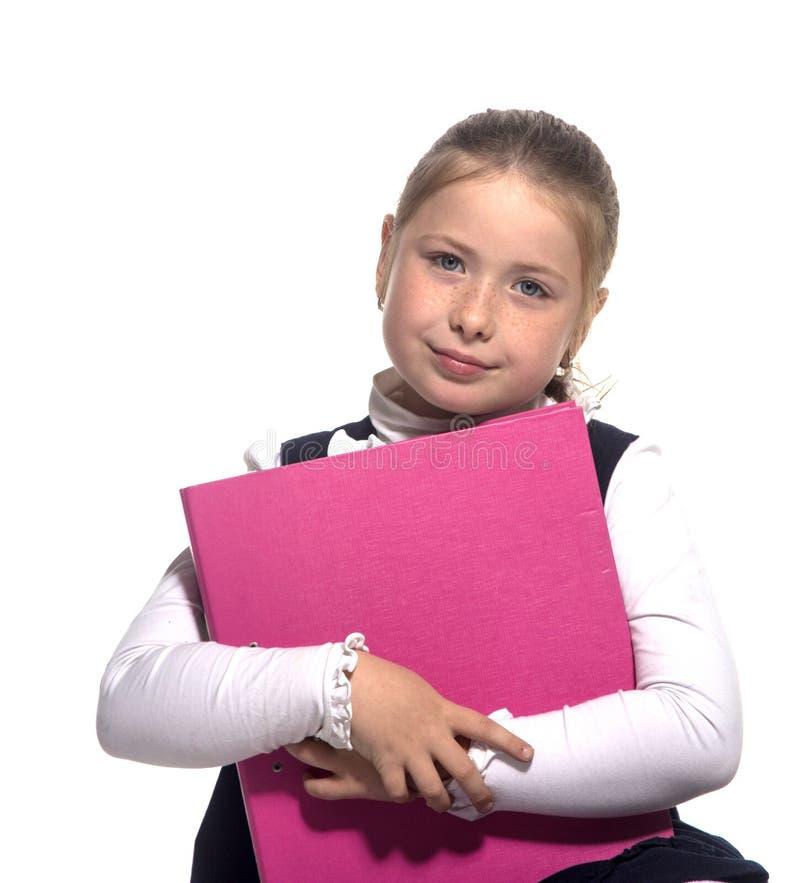 Stretta della ragazza del banco un libro fotografie stock libere da diritti