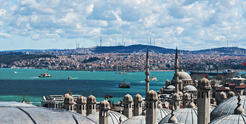 Stretto di Bosphorus dal tetto superiore immagini stock libere da diritti