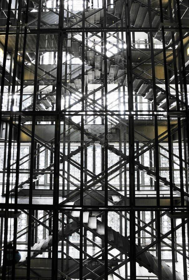 Strichleitern innerhalb des Gebäudes lizenzfreie stockbilder