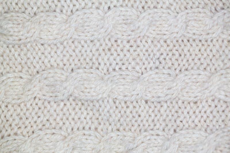 Strickendes Muster vom grauen woolen warmen weichen Garn lizenzfreie stockfotos