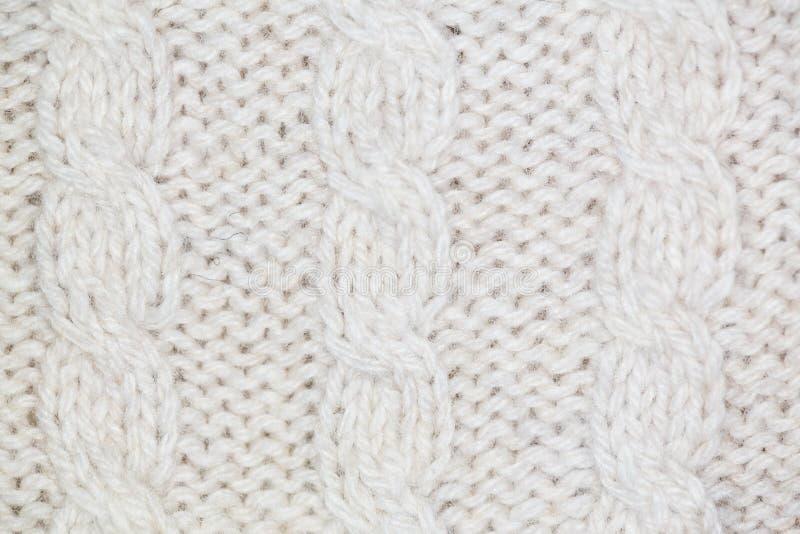 Strickendes Muster vom grauen woolen warmen weichen Garn lizenzfreie stockbilder