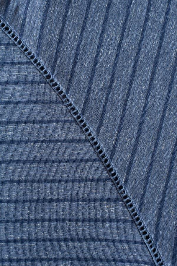 Strickwaren im Blau gestreift mit dem dekorativen Nähen lizenzfreies stockfoto