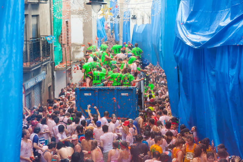 Strid av tomater - LaTomatina festival royaltyfria bilder