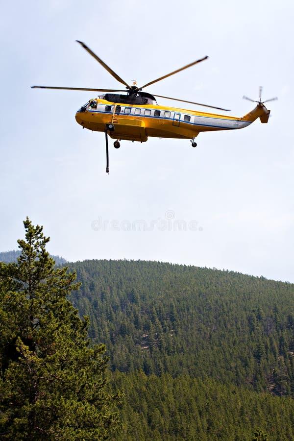 stridighetbrandhelikopter arkivfoto