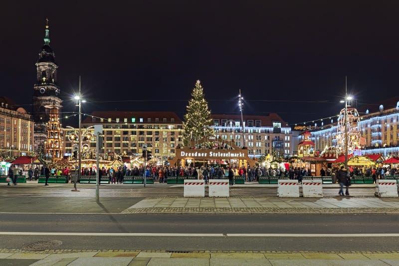 Striezelmarkt i Dresden, den av Tyskland ?ldst dokumenterade julmarknader royaltyfria bilder