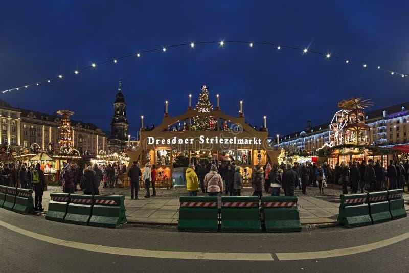 Striezelmarkt w Drezdeńskim jeden Niemcy ` s starzy boże narodzenia wprowadzać na rynek obraz royalty free