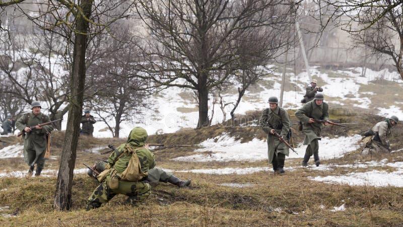 Strijd tussen Russische spion en Duitse militairen royalty-vrije stock foto's