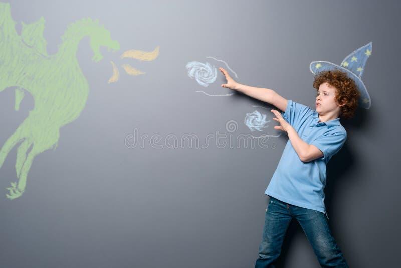 Strijd van tovenaar en draak stock illustratie