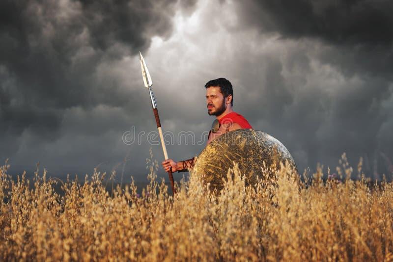 Strijder die als Spartaanse of antieke Romein dragen solider royalty-vrije stock afbeelding