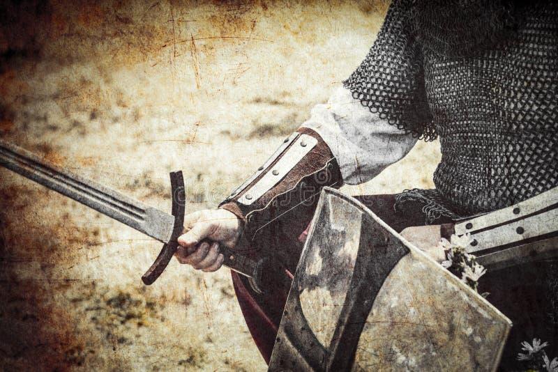 Strijder met zwaard en schild stock foto