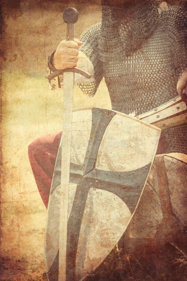 Strijder met zwaard en schild stock fotografie
