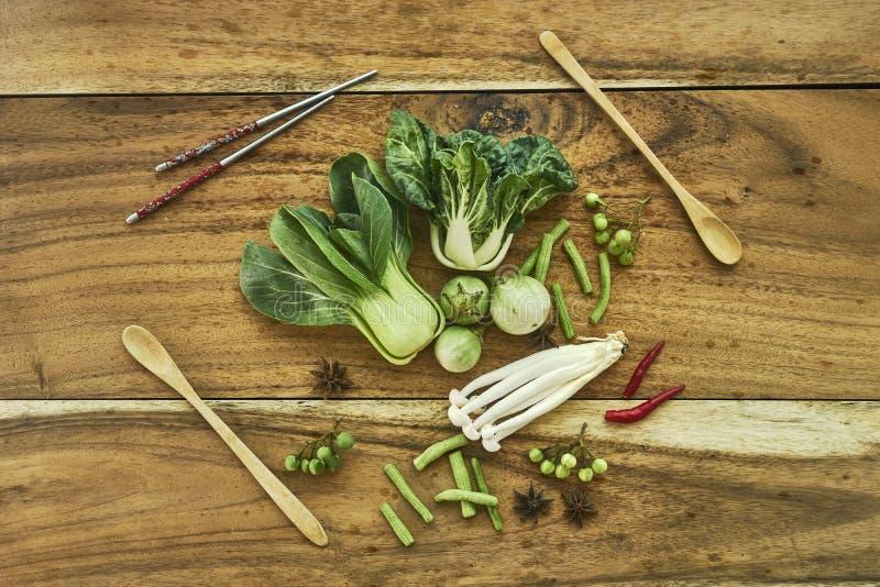 Strikt vegetarian för nya grönsaker royaltyfria foton