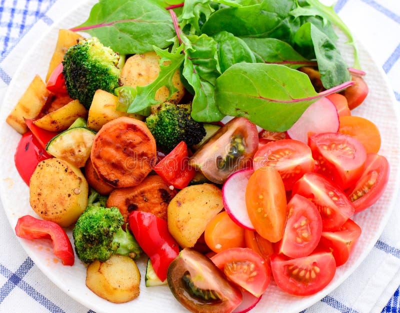 Strikt vegetariangreksallad royaltyfri bild